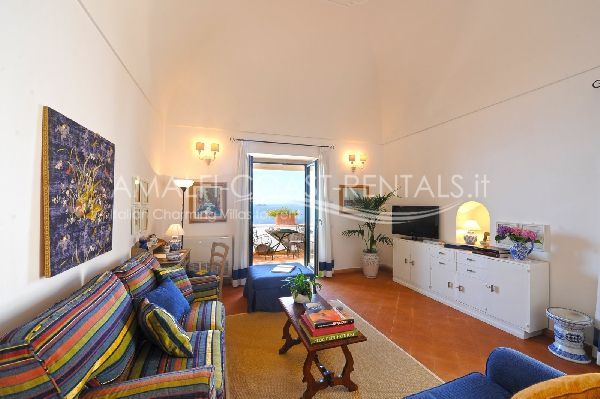 Praiano rentals apartment for rent santacroce 1 amalfi for Apartments amalfi